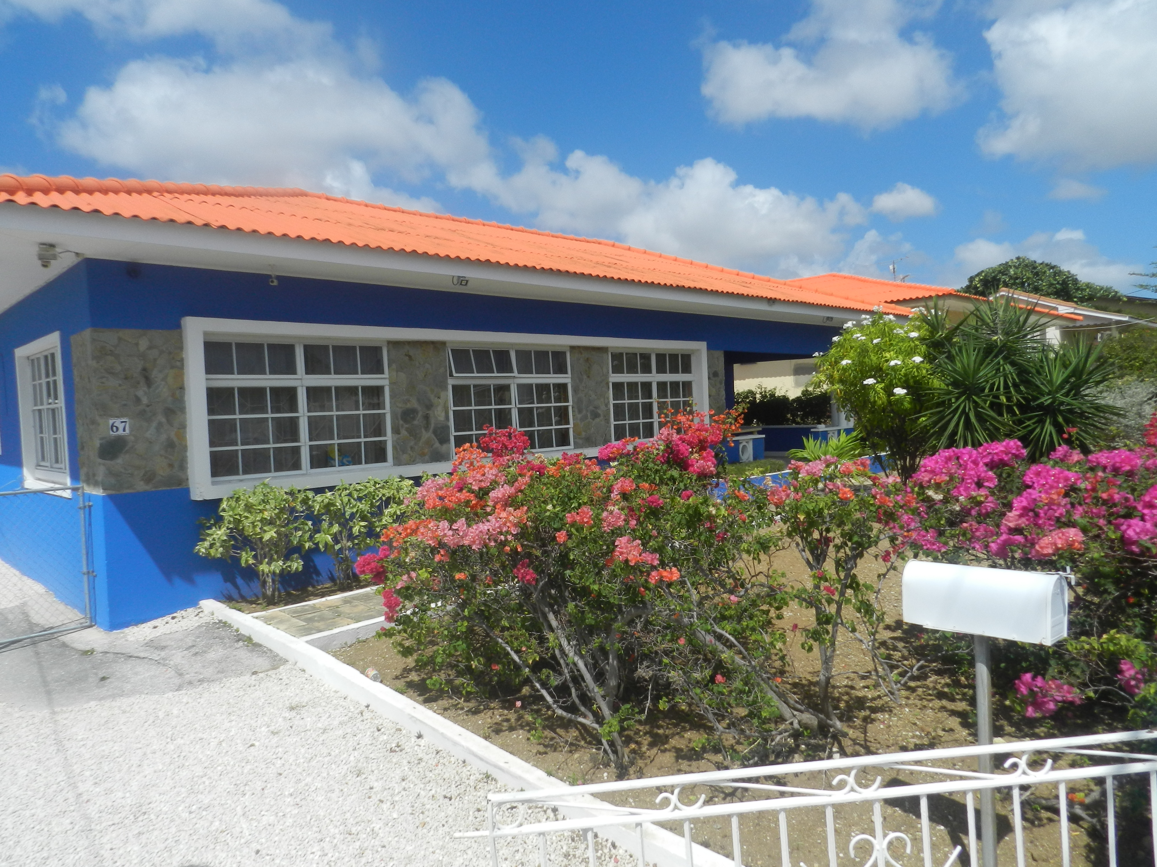 Ingang Studentenhuis Curacao kamer en studio's