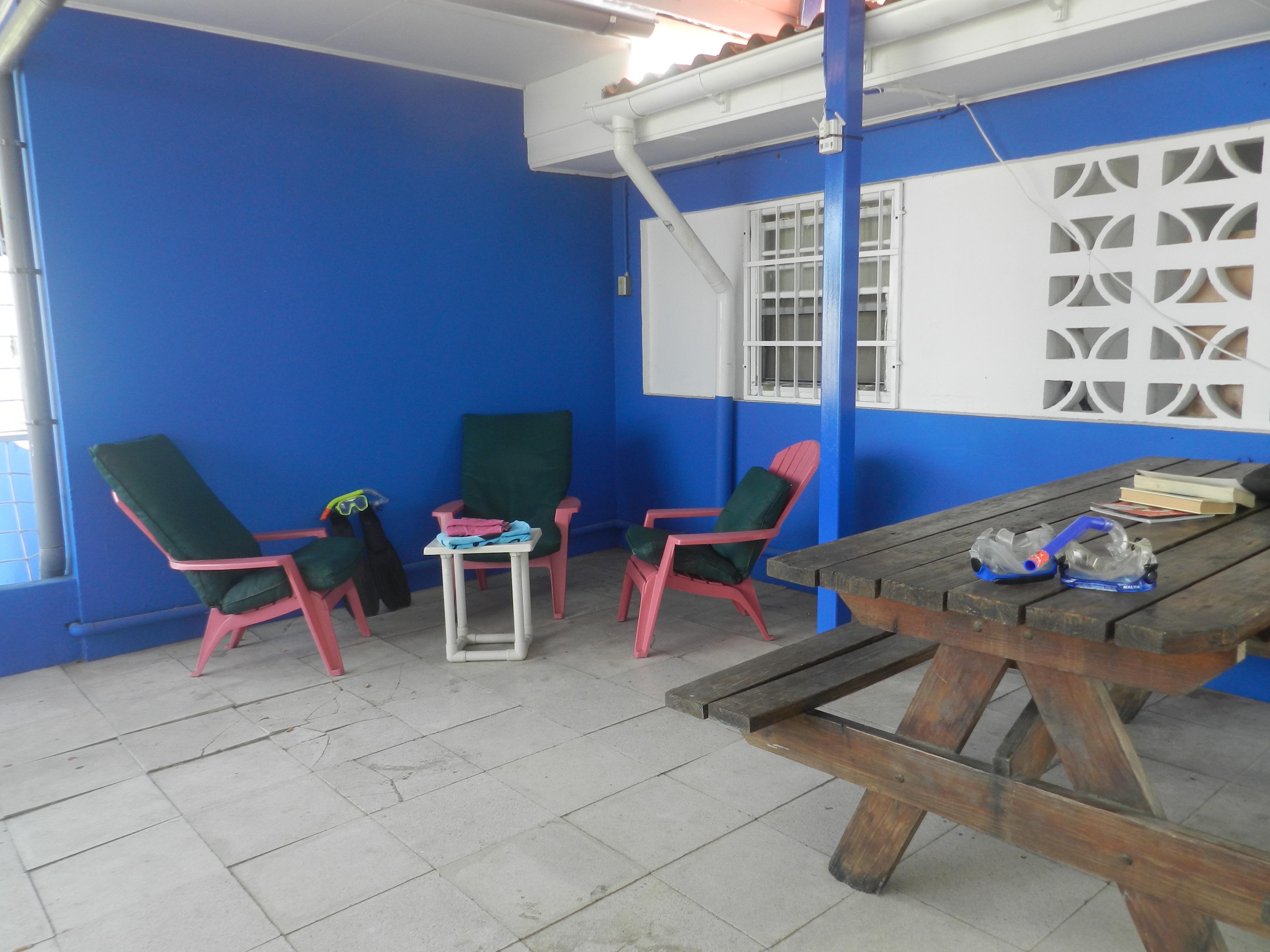 Zijkant studio en kamers van studentenhuis Curacao