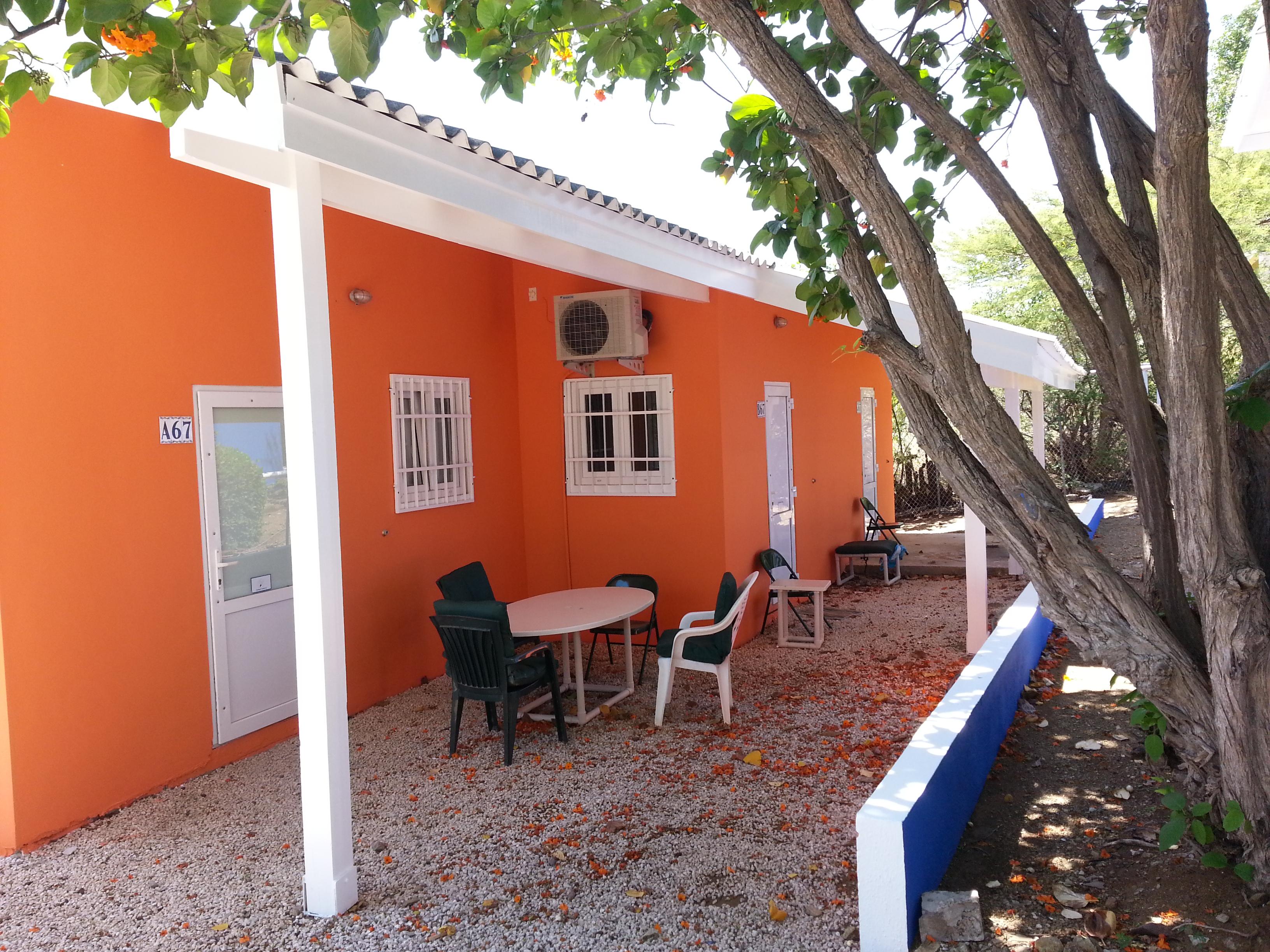 Studio Curcao Oranje Zijkant