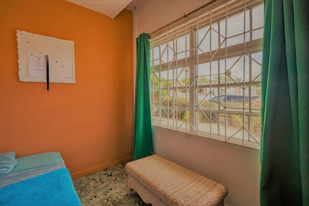Studentenkamer met sofa Curacao