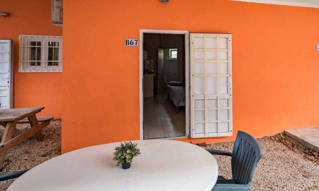 Studio B Curacao goed buiten