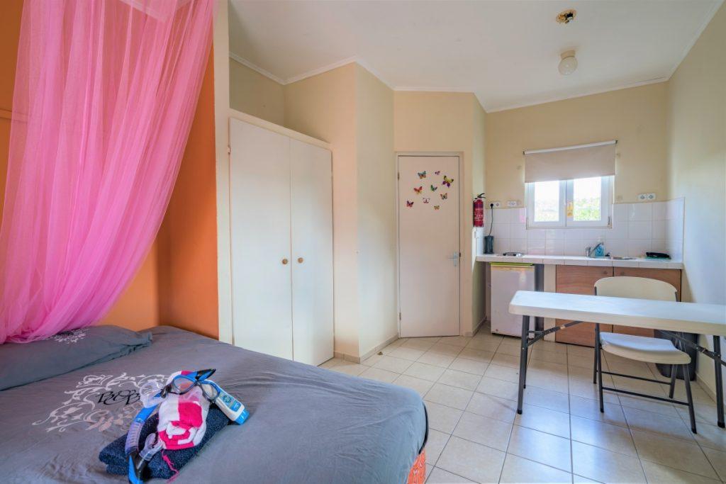 Studio C2 Studentenhuis Curacao bed en kast