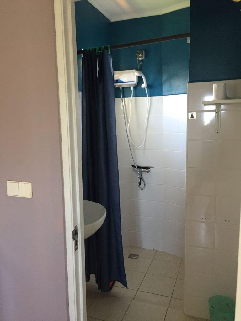 Studio A badkamer met douche warm water