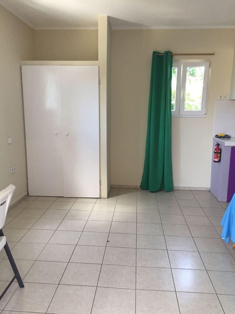 Studio A hang-legkast met koffer ruimte