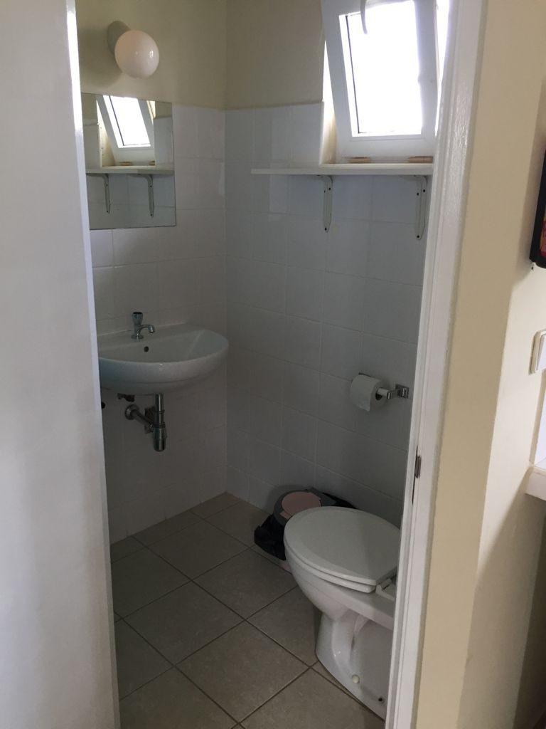 Studio C toilet en wastafel